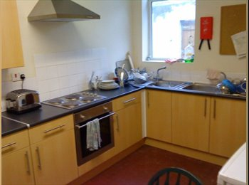 EasyRoommate UK - UCLAN Students, Preston - £220 pcm