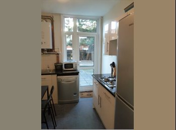 EasyRoommate UK - Ground Floor  Double Room w/ access to Garden available Zone 3 near Mitcham/Tooting, Tooting - £550 pcm