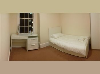 EasyRoommate UK - 2 rooms for rent, Vauxhall - £850 pcm