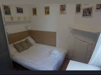 EasyRoommate UK - Lovely clean and presentable Furnished Studio, Hammersmith - £1,040 pcm