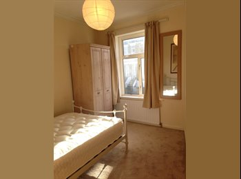 EasyRoommate UK - A SUNNY DOUBLE BEDROOM IN A REFURBISHED TOWNHOUSE, Plumstead - £475 pcm
