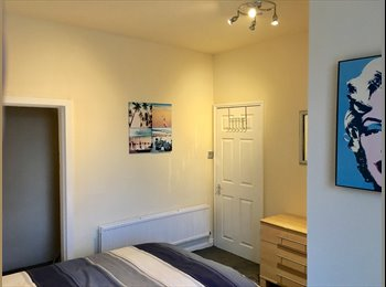 EasyRoommate UK - LUXURIOUS DOUBLE WITHE EN SUITE 10 MINS FROM MANCHESTER CENTRE!, Clayton - £500 pcm