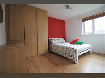 EasyRoommate UK - Double room in a nice flat just 5 minutes walking distance from Shadwell station, Shadwell - £780 pcm
