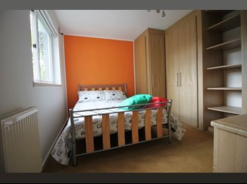 EasyRoommate UK - Double room 860 pcm, Shadwell - £750 pcm