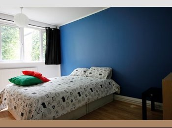 EasyRoommate UK - Double room few minutes from Shadwell, Stepney - £750 pcm