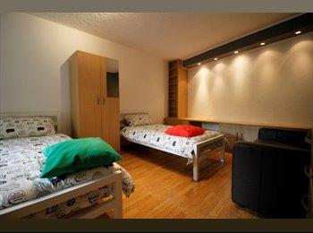 EasyRoommate UK - Astonishing twin room close to St Katharine Docks, Shadwell - £940 pcm