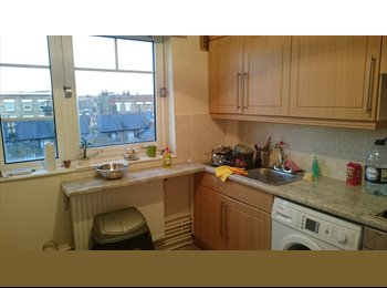 EasyRoommate UK - Light, spacious flat looking for respectful flatmate, Queens Park - £580 pcm