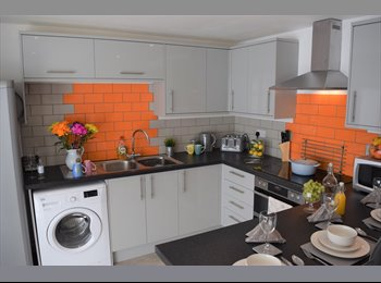EasyRoommate UK - *** BRAND NEW TO MARKET***  6 Doubles, 4 with En Suites, Wilmslow - £575 pcm