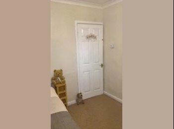 EasyRoommate UK - Light and bright room with stunning views of Bath, Bath - £300 pcm
