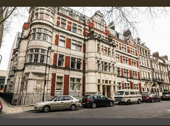 EasyRoommate UK - Central Double Bedroom in Spacious Flat, Fitzrovia - £860 pcm