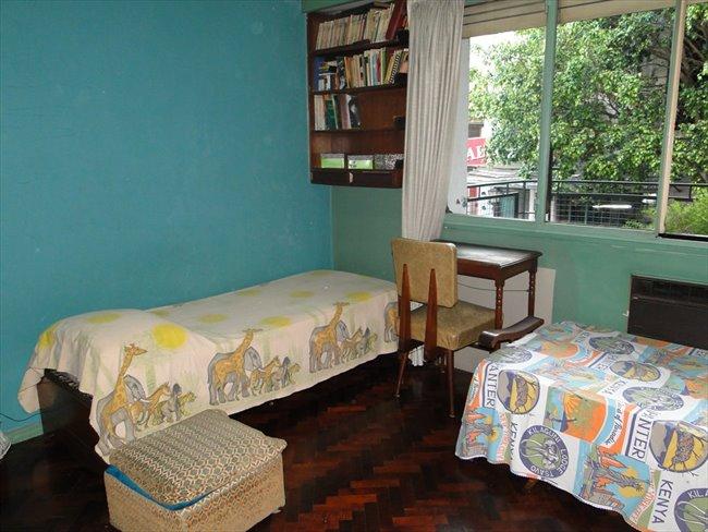 Habitacion en alquiler en Buenos Aires - Prolijo y amplio cuarto en un departamento Almagro   CompartoDepto - Image 1