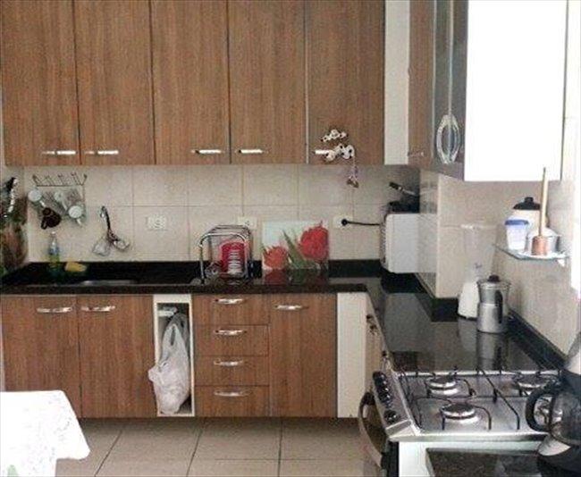 Aluguel kitnet e Quarto em Curitiba - Temos quarto vago por 700   EasyQuarto - Image 3