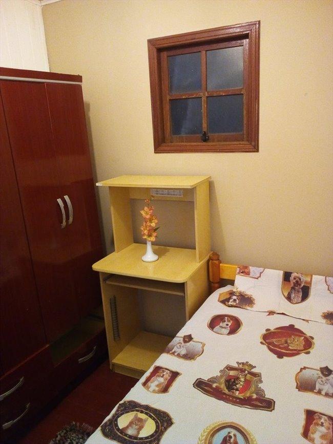 Aluguel kitnet e Quarto em Porto Alegre - Quarto individual mobiliado em ótima casa   EasyQuarto - Image 1