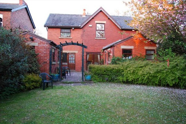Room to rent in Preston - Room to rent in a large character property - FIBRE 100MB WIFI - Image 2