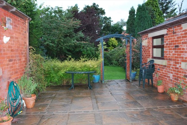 Room to rent in Preston - Room to rent in a large character property - FIBRE 100MB WIFI - Image 3