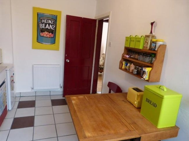 Room to rent in Hillington - Students preferred but others also welcome: - Image 3