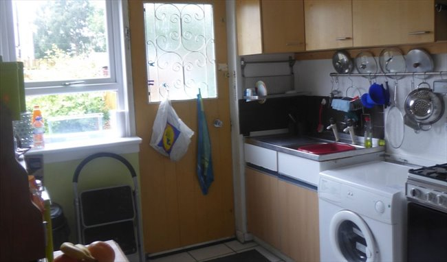 Room to rent in Hillington - Students preferred but others also welcome: - Image 4