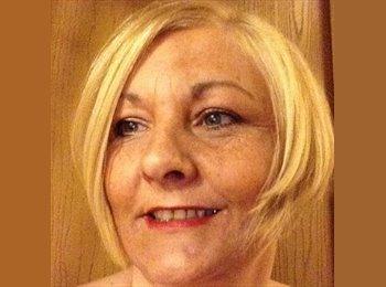 EasyRoommate UK - Sheila - 50 - Nuneaton