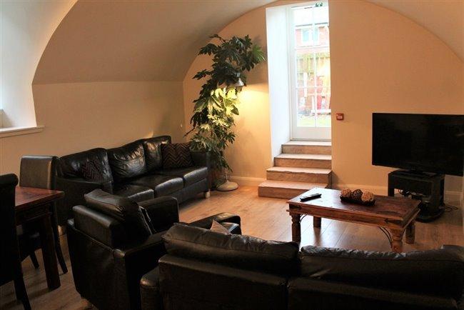 Room to rent in Saint Michael Street, Dumfries -  en-suite double rooms between town centre and uni/hosp - Image 3