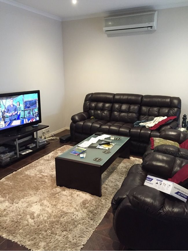 Room to rent in Figtree Walk, Lyndhurst - $200 includes gas water & electricity - Image 5