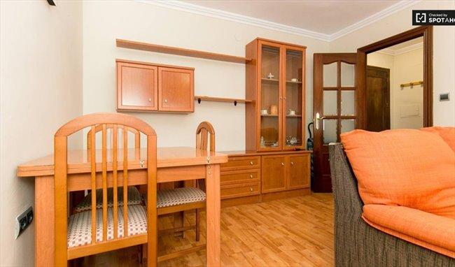 Piso Compartido en Calle Rosalía de Castro, Granada - El mejor piso de Granada con TODO INCLUIDO   EasyPiso - Image 2