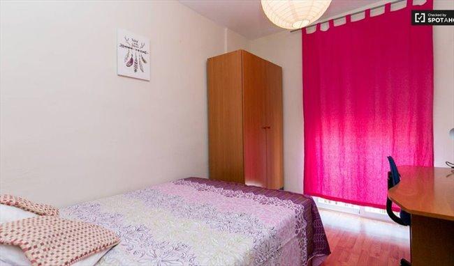 Piso Compartido en Calle Rosalía de Castro, Granada - El mejor piso de Granada con TODO INCLUIDO   EasyPiso - Image 3