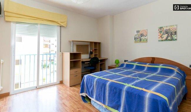 Piso Compartido en Calle Rosalía de Castro, Granada - El mejor piso de Granada con TODO INCLUIDO   EasyPiso - Image 5