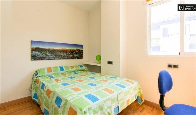 Piso Compartido en Calle Rosalía de Castro, Granada - El mejor piso de Granada con TODO INCLUIDO   EasyPiso - Image 6