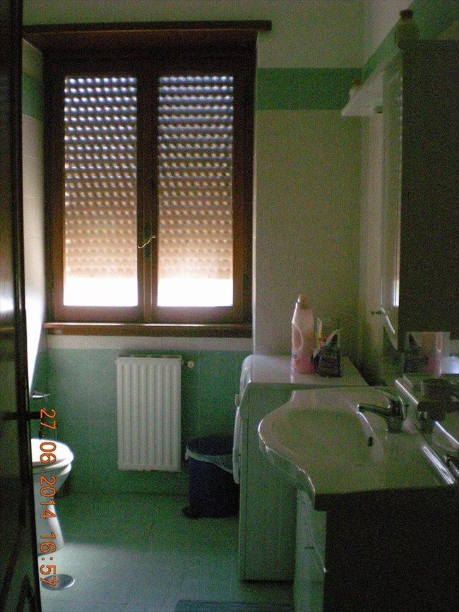 Stanze e Posti Letto in Affitto - Via Mario Cora, Roma - TOR VERGATA AFFITTASI  A STUDENTESSE  STANZE  SINGOLE   EasyStanza - Image 4