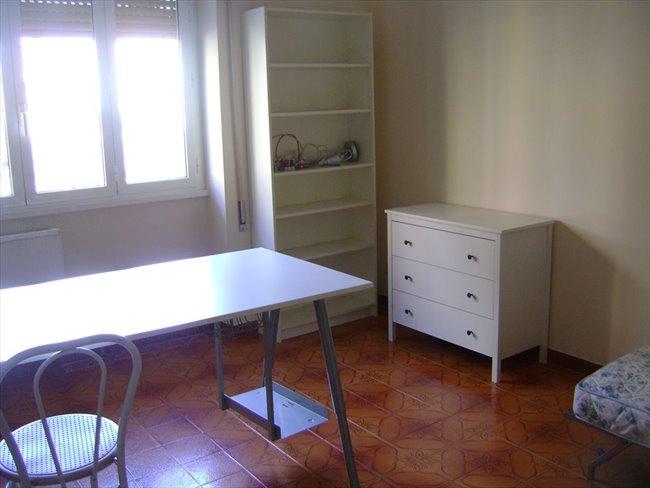 Stanze e Posti Letto in Affitto - via Giovanni Maria Caretti, Roma, Roma - propietario   EasyStanza - Image 1