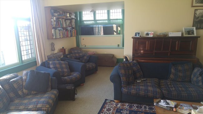 Room to rent in Wychbury Street, Christchurch - Couple?  New to ChCh.? - Image 2