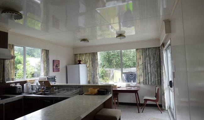 Room to rent in Hume Street, Lower Hutt - house in nice quet area, and lovely veg and flower garden - Image 1