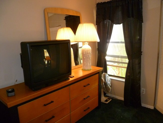 Room for rent in Northwest 52nd Street, Lauderhill - Room available -- Convenient Central Broward Location - Image 3