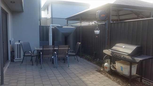 Room to rent in Rolleston Avenue, Salisbury North - Room available - Image 1