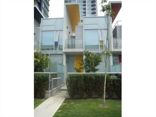 Room for rent in Citadel Parade, Central - Modern Townhome with Double Height Ceilings (Female only) - Image 2