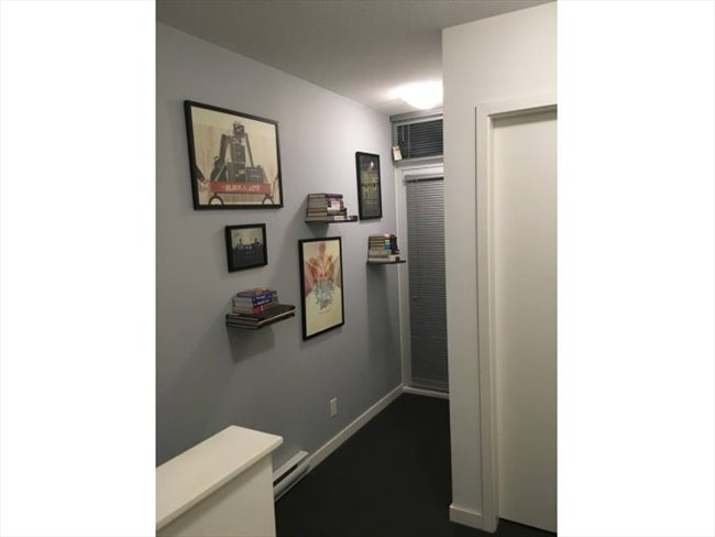 Room for rent in Citadel Parade, Central - Modern Townhome with Double Height Ceilings (Female only) - Image 3