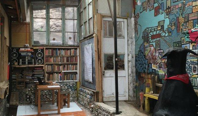 Pieza en arriendo en Avenida Ecuador, Valparaíso - 140.000 Valparaiso  Todo incluido | CompartoDepto - Image 1