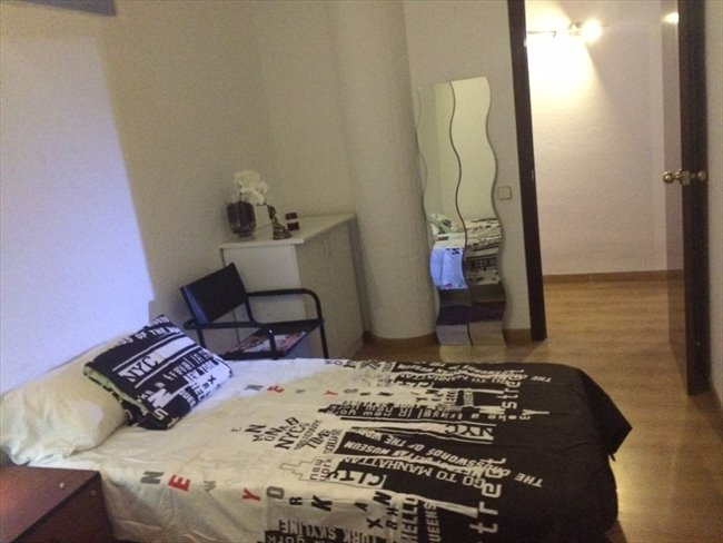 Piso Compartido en Ronda de Ramón Otero Pedrayo, Castelldefels - Habitación castelldefeles   EasyPiso - Image 1