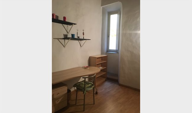 Stanze e Posti Letto in Affitto - Via dei Pandolfini, Firenze - ROOM  NEAR PIAZZA DELLA SIGNORIA E SANTA CROCE | EasyStanza - Image 3
