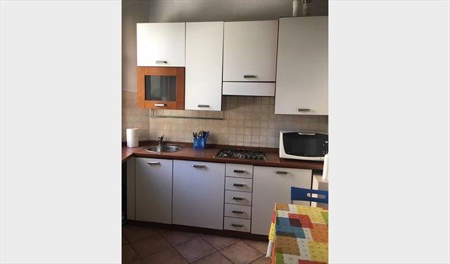 Stanze e Posti Letto in Affitto - Via dei Pandolfini, Firenze - ROOM  NEAR PIAZZA DELLA SIGNORIA E SANTA CROCE | EasyStanza - Image 4