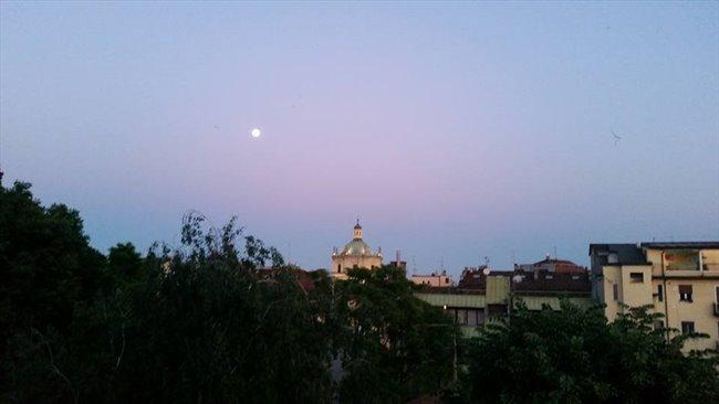 Stanze e Posti Letto in Affitto - Via Lanzone, Milano - Camera doppia Sant'ambrogio   EasyStanza - Image 6