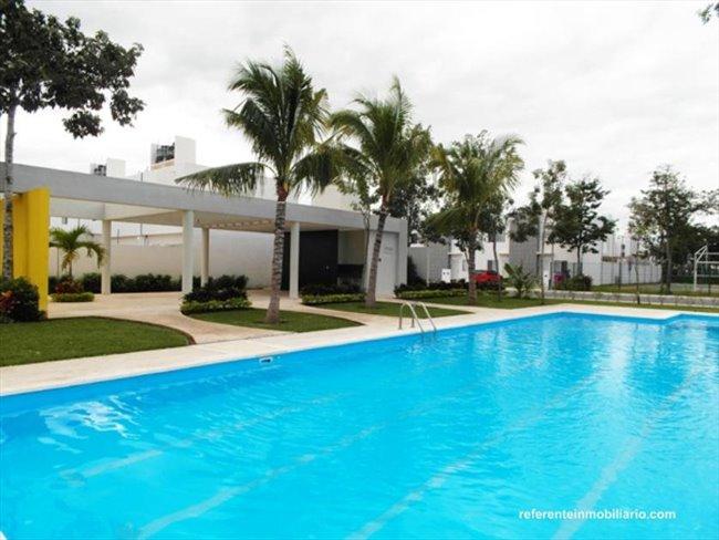 Cuarto en renta en Calle 135, Cancún - Fraccionamiento Nuevo con Alberca, Seguridad y Comodidad   CompartoDepa - Image 1