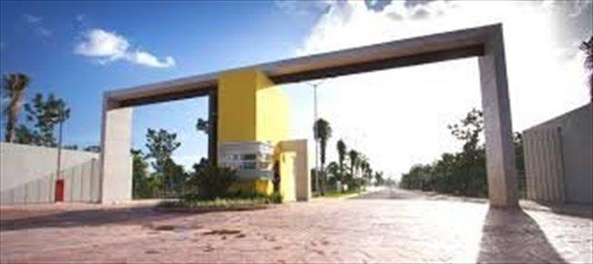Cuarto en renta en Calle 135, Cancún - Fraccionamiento Nuevo con Alberca, Seguridad y Comodidad   CompartoDepa - Image 6