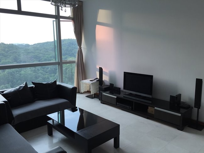 Room for rent in Bukit Batok East Avenue 2, Bukit Batok - Near Bukit Batok MRT condo Master room for rent - Image 1