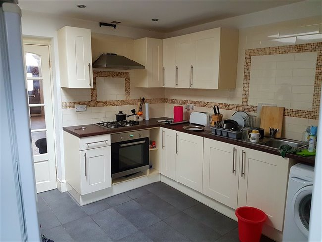 Room to rent in Salisbury Road, Smethwick - students  for group share   4 rooms  £75 per week - Image 3