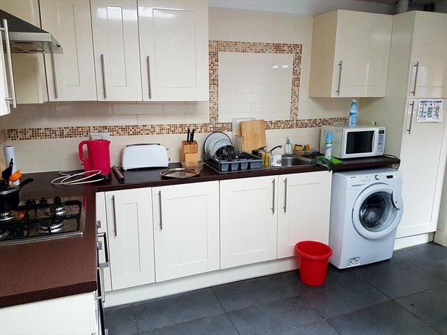 Room to rent in Salisbury Road, Smethwick - students  for group share   4 rooms  £75 per week - Image 4