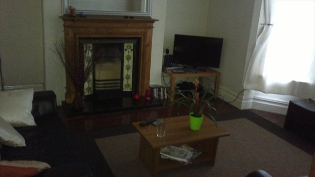 Room to rent in Dovedale Road, Liverpool - Spacious, All inclusive double room in great location, L18 - Image 1