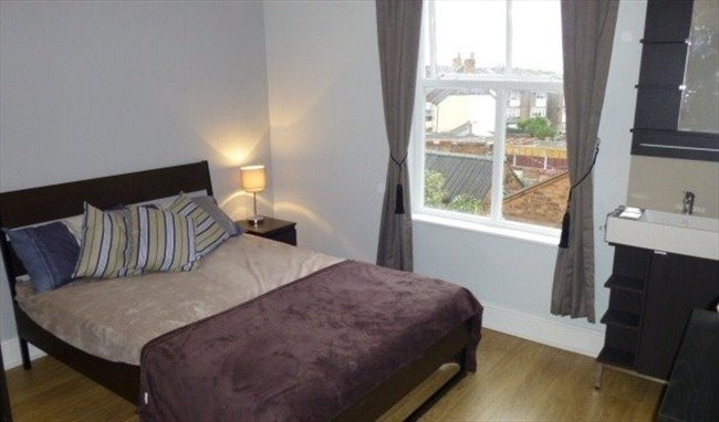 Room to rent in Cape Hill, Smethwick - Stunning Modern Houseshare - Image 1