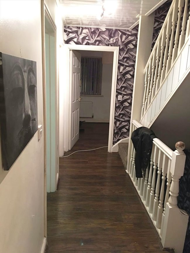 Room to rent in Barrett Street, Smethwick - King size Bedroom with en suite - Image 1