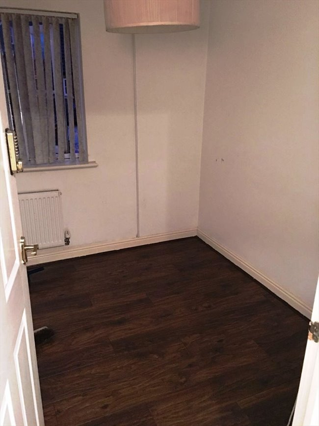 Room to rent in Barrett Street, Smethwick - Single room to Let - Image 5